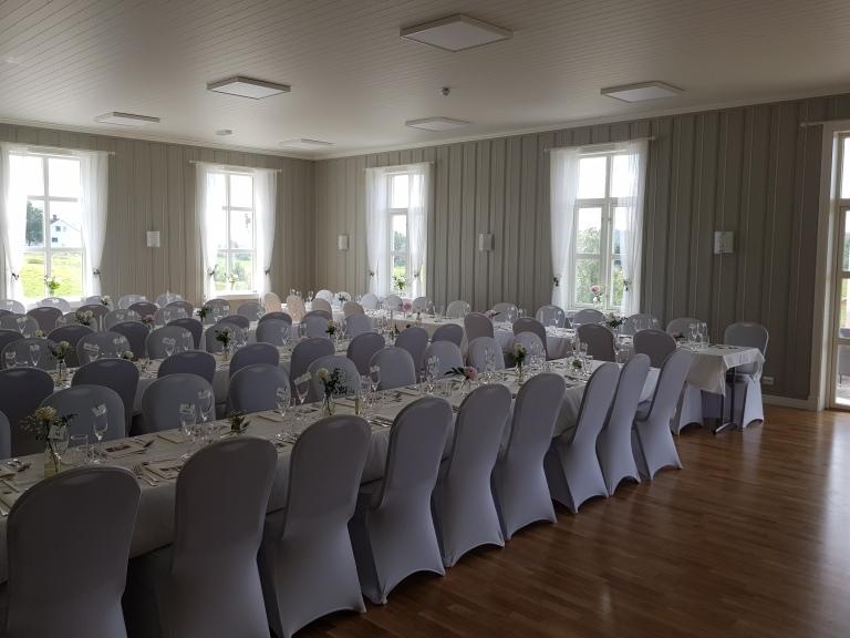 Hovedsalen dekket til bryllup